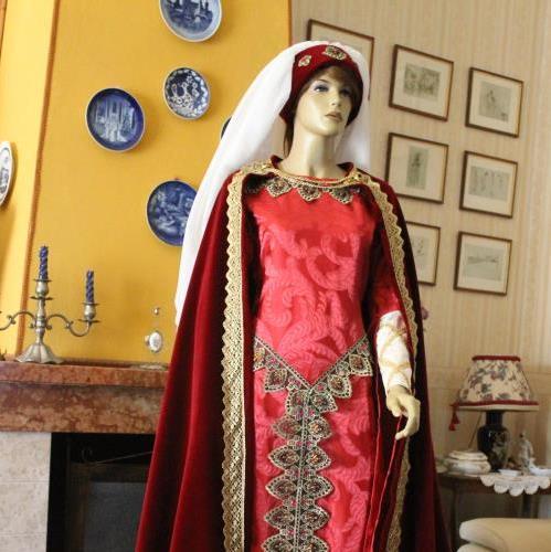 Catalogo completo di abiti storici realizzati a mano e su for Principessa romana